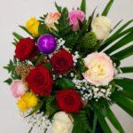 colorida docena de rosas