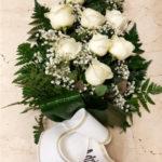 arreglo-funerario-sencillo-rosas-blancas