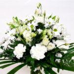 ramo-de-flores-claveles-margaritas-blancas
